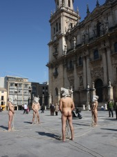 Performance Tempus Fugit. Metamorfosis XIV en la plaza de la Catedral de Jaén durante la IV Feria Internacional de Arte de Jaén